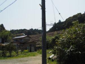 櫲樟尾神社舊跡付近の道標から左あさま・方向へ(伊勢市楠部町)