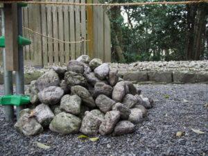これらのお白石は何処から? 志宝屋神社(豊受大神宮 末社)