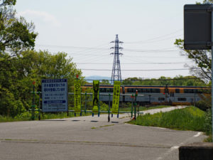 宮川右岸の堤防道路(近鉄 踏切付近)