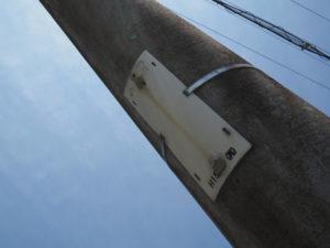 電柱支柱の電柱番号板