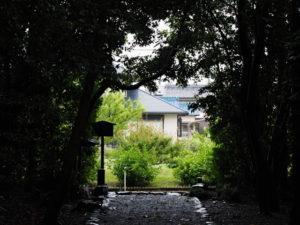鳥居の完成と制札の立て替えを待つ志宝屋神社(豊受大神宮 末社)