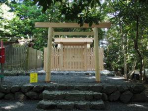 社頭に建てられた鳥居、志宝屋神社(豊受大神宮 末社)