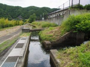 津田[土地改良区の]用水、丹生地区クリーンセンター付近(多気町丹生)