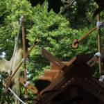 新しい社殿の屋根には雁股(矢)と鏑矢、志宝屋神社(豊受大神宮 末社)