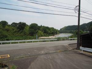 南勢水道沈砂池前から望む櫛田川(多気町鍬形)