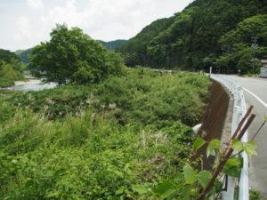 櫛田川へ勢い良く流れ出る水、南勢水道沈砂池付近(多気町鍬形)