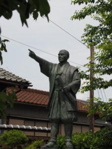 西村彦左衛門の銅像(多気町丹生)