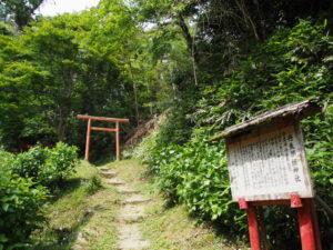 丹生都姫神社への参道(丹生山神宮寺)