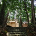 簀屋根が取り外された棒原神社と仮殿(皇大神宮 摂社)