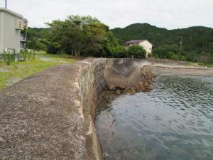 池の浦シーサイド駅(JR参宮線)付近の石積み