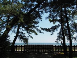 御塩殿神社(皇大神宮 所管社)から望む二見浦海岸