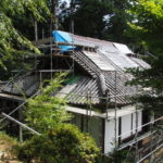 屋根修繕中の本堂、丹生山神宮寺(多気町丹生)