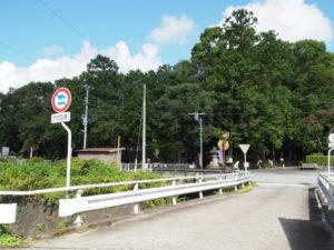 和歌山別街道から望む八柱神社・五箇谷神社(多気町朝柄)