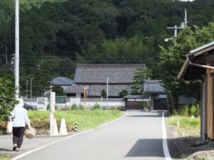 和歌山別街道から望む昌慶寺(多気町朝柄)