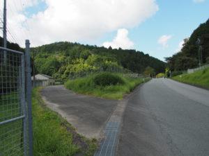 国道368号と交差する和歌山別街道(多気町朝柄)