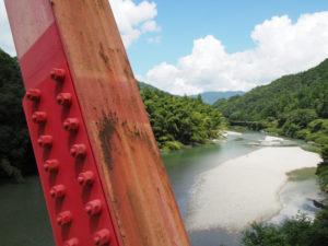 桜橋(櫛田川)から望む立梅用水の初代井堰跡