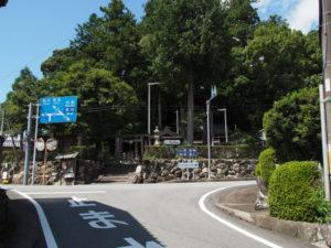 和歌山別街道と和歌山街道との交差点(松阪市飯南町粥見)