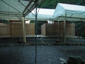 御還座の朝、雨儀廊のテントが設営されていた伊我理神社(豊受大神宮 末社)