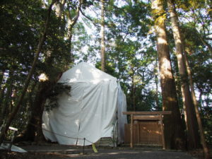 簀屋根が掛けられている久具都比賣神社(皇大神宮 摂社)