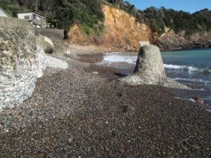 須場の浜での丸い石探し