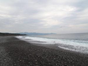 七里御浜での丸い石探し(南牟婁郡御浜町阿田和)