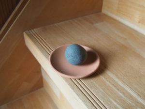 【キタヰの妻】七里御浜で見つけた丸っぽい石