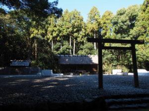 御垣が取り外された八尋殿、神服織機殿神社(皇大神宮 所管社)