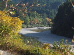 立梅用水の初代井堰(取水堰)跡(櫛田川)の遠望