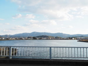勢田川防潮水門から望む勢田川の上流方向