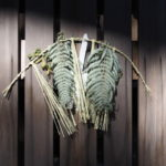 御垣の扉に掛けられたしめ縄、神服織機殿神社(皇大神宮 所管社)