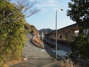 伊勢自動車道側道の分岐(本誓寺付近)