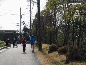 神宮文庫の黒門から松尾観音寺へ