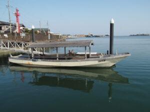 神社港 海の駅に係留されている木造船みずき(伊勢市神社港)