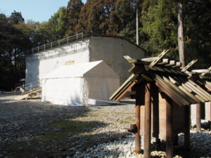 修繕工事が進められる八尋殿、神服織機殿神社(皇大神宮 所管社)