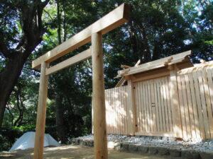 立て替えられた鳥居、田上大水神社・田上大水御前神社(豊受大神宮 摂社)