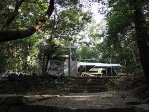 新御敷地に足場が設置された神前神社(皇大神宮 摂社)