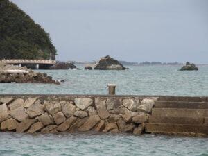 神前海岸から夫婦岩の遠望