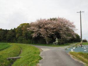 福井氏流水記功碑(神服織機殿神社の北東角付近)