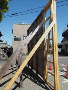 横幅が延長されていた御寄付の掲示板、一色神社(伊勢市一色町)