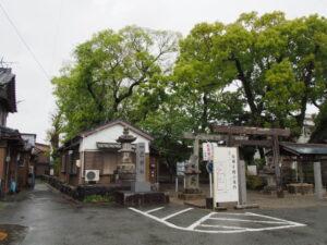 仮殿への経路と案内板、一色神社(伊勢市一色町)