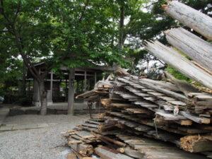 御敷地から取り外された御垣、一色神社(伊勢市一色町)