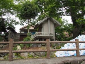 御垣が取り外され白石が移動された一色神社(伊勢市一色町)