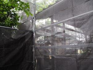 工事用フェンス、足場が完成していた一色神社(伊勢市一色町)
