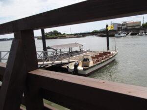 引退した木造船「みずき」と新しい「みずきⅡ世」、神社 海の駅(伊勢市神社港)