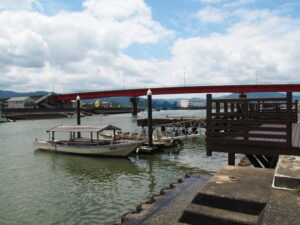 引退した木造船「みずき」、神社 海の駅(伊勢市神社港)