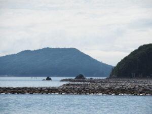 二見浦海岸の先には夫婦岩