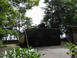 黒いフェンスが立てられた御塩焼所、御塩殿神社(皇大神宮 所管社)