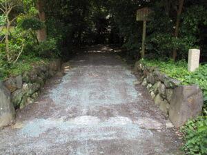 段差がスロープになっていた堅田神社(皇大神宮 摂社)
