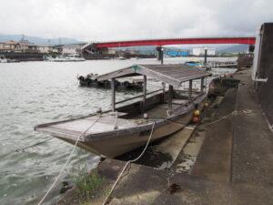 廃船となり岸壁に寄せられた「みずき」
