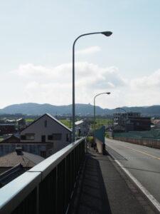 一色大橋(勢田川)から遠望する安土城天主閣